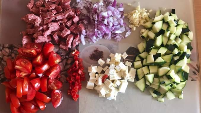 Vorbereitung Herzhafte Sucuk Zucchini Nudel Pfanne