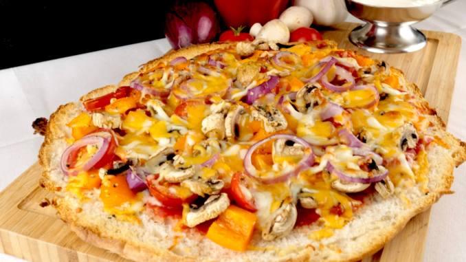 Serviervorschlag Vegetarische Fladenbrot Pizza