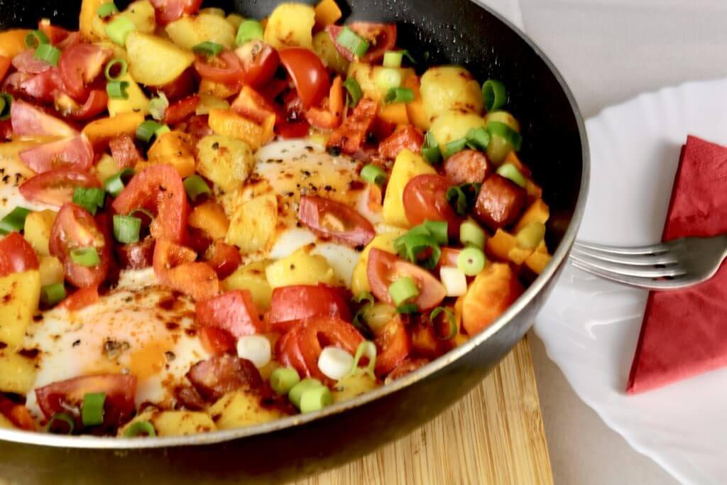 Rustikale Kartoffelpfanne mit Pfefferbeißer
