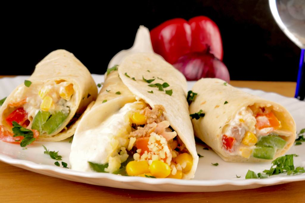 Schnelles Wrap Rezept Thunfisch Wraps mit Paprika und Mais