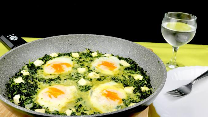 Blattspinat Frischkäse Pfanne mit Ei