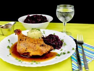 Serviervorschlag Barbarie Entenkeule mit Rotwein Sauce