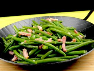 Grüne Bohnen mit Speck und Zwiebeln
