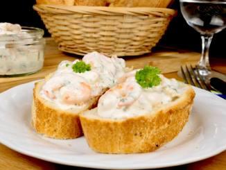 Serviervorschlag Knoblauch Garnelensalat