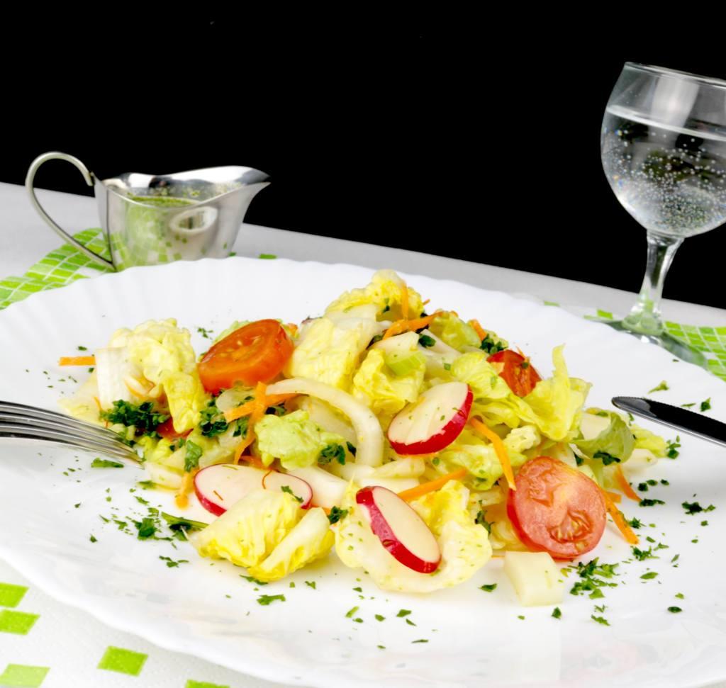 Zubereitung Bunter Salat Teller mit Orangen Honig Dressing