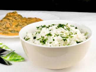 Reis mit Frischkäse und Kräutern