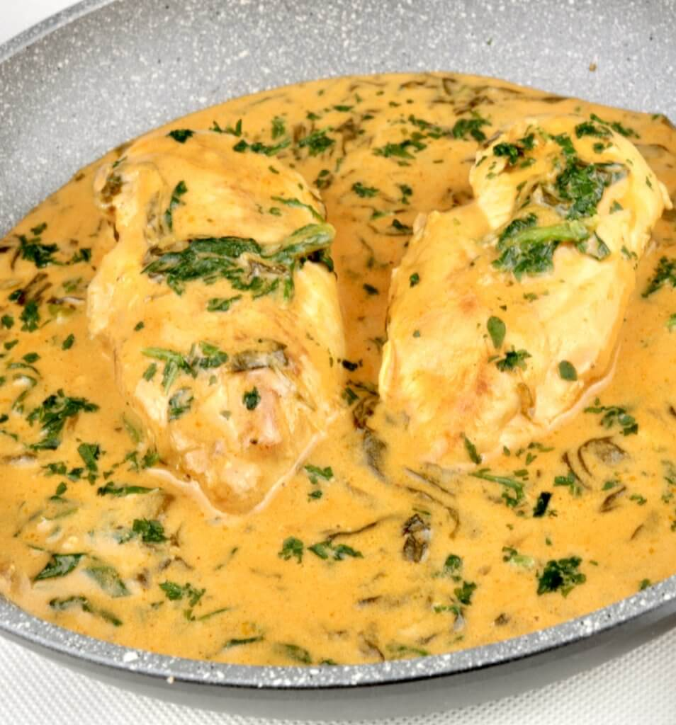 Zubereitung Hähnchen in einer cremigen Blattspinat Sauce