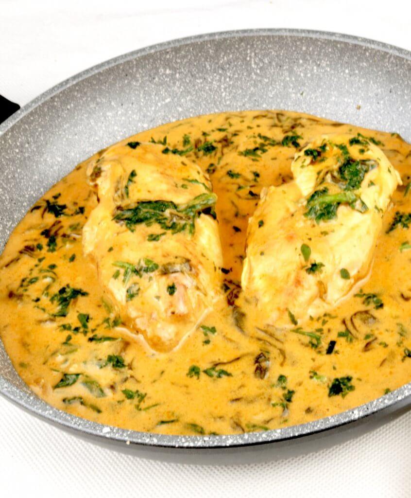 Serviervorschlag Hähnchen in einer cremigen Blattspinat Sauce