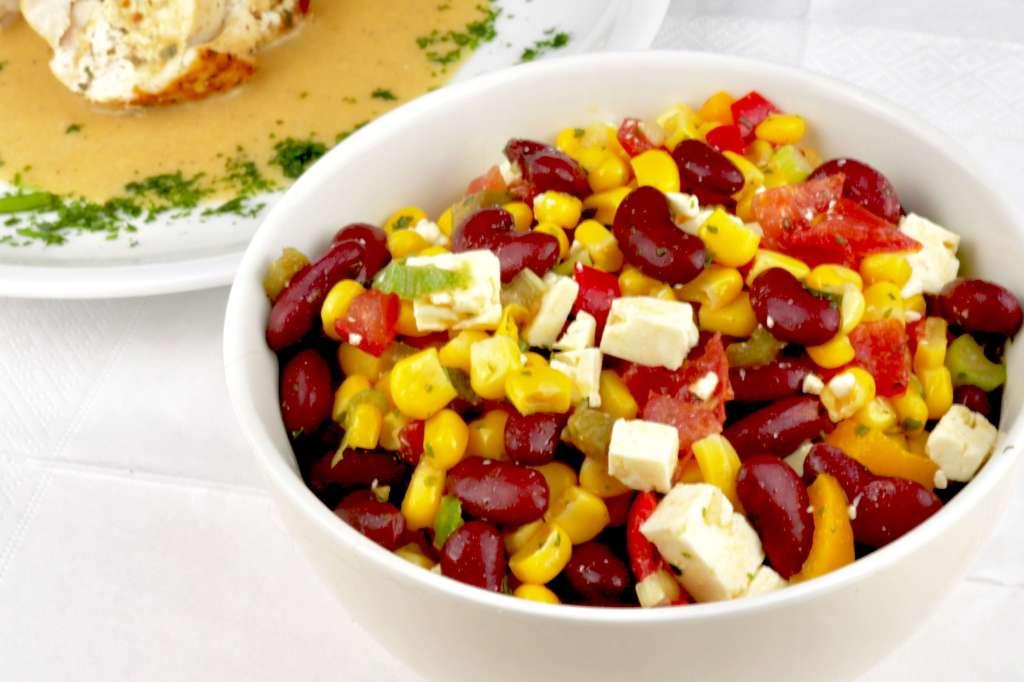 Bohnen-Mais-Salat mit Feta Käse