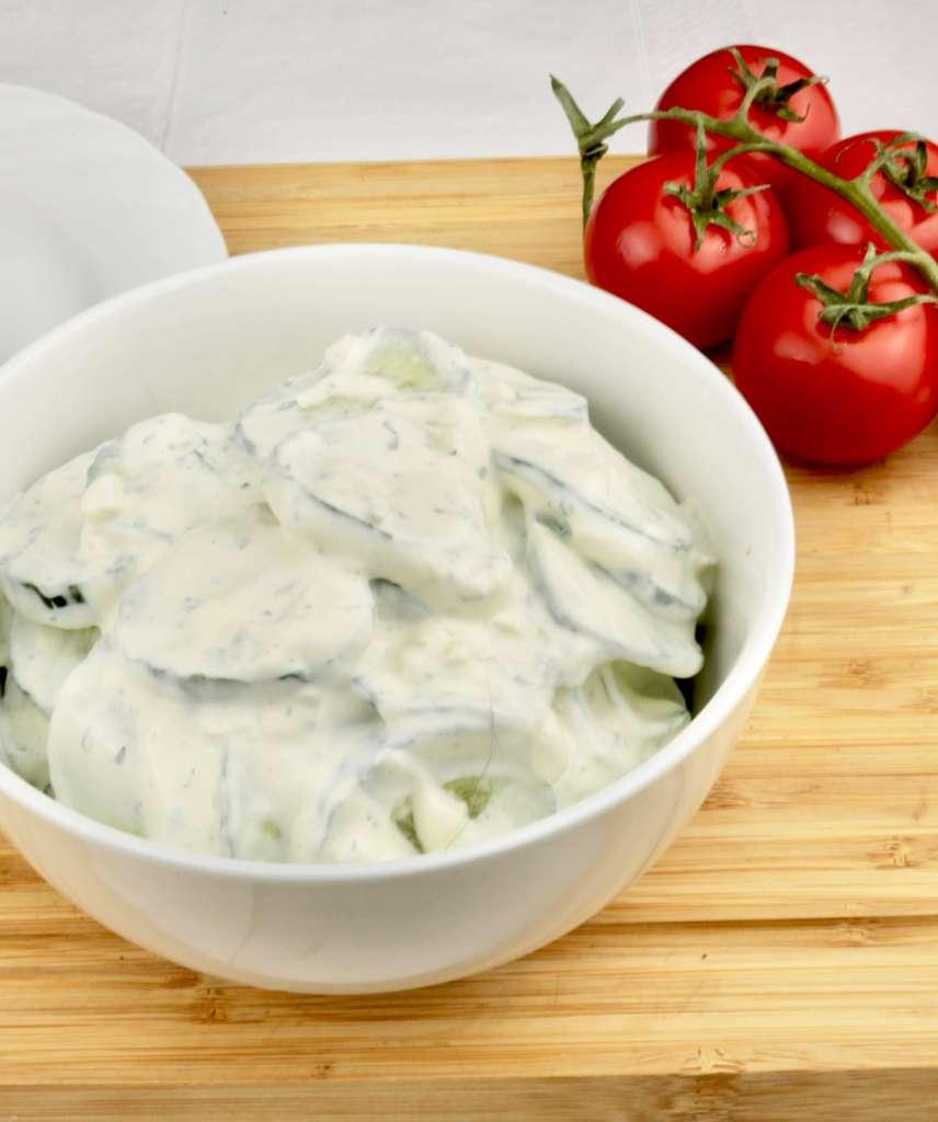 Serviervorschlag Gurkensalat mit Schmand