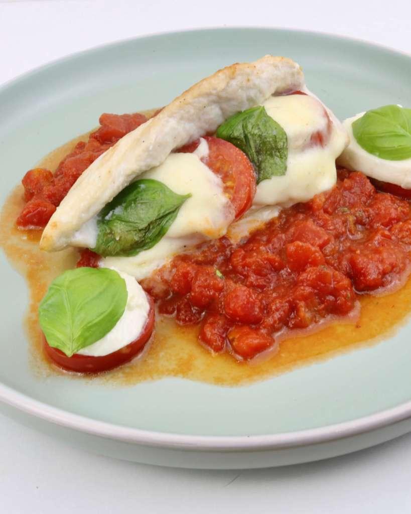 Zubereitung Tomaten Mozzarella Hähnchenbrust