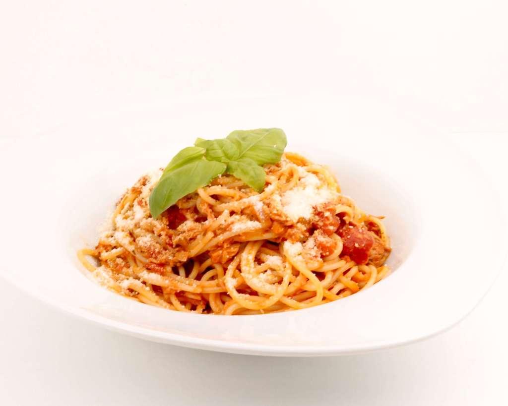 Pasta mit einer Tomaten Thunfisch Sauce