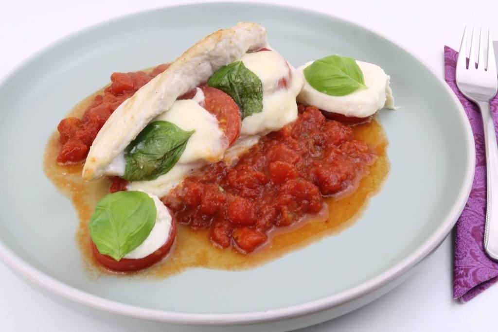 Gefüllte Hähnchenbrust mit Tomaten und Mozzarella