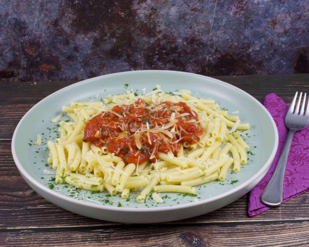 Serviervorschlag Makkaroni mit Tomatensauce