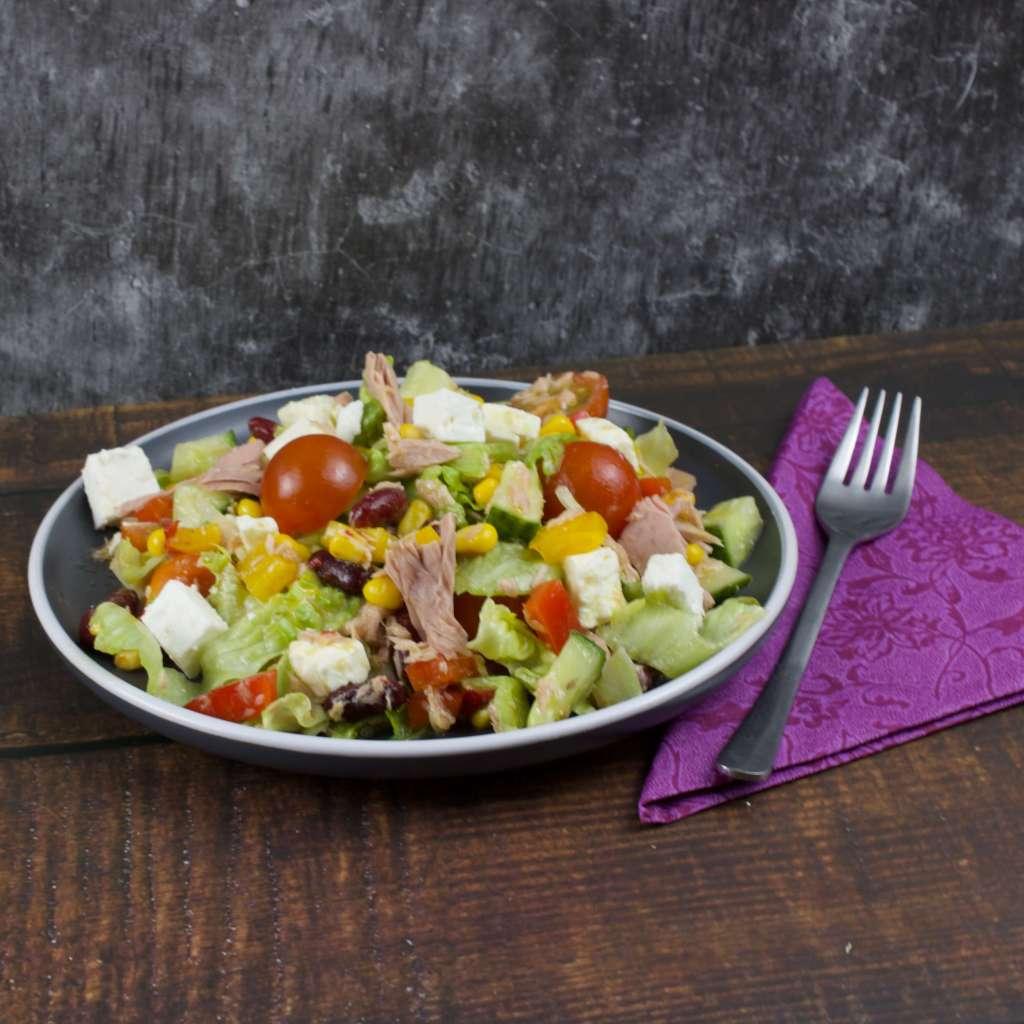 Zubereitung Salatteller mit Feta und Thunfisch