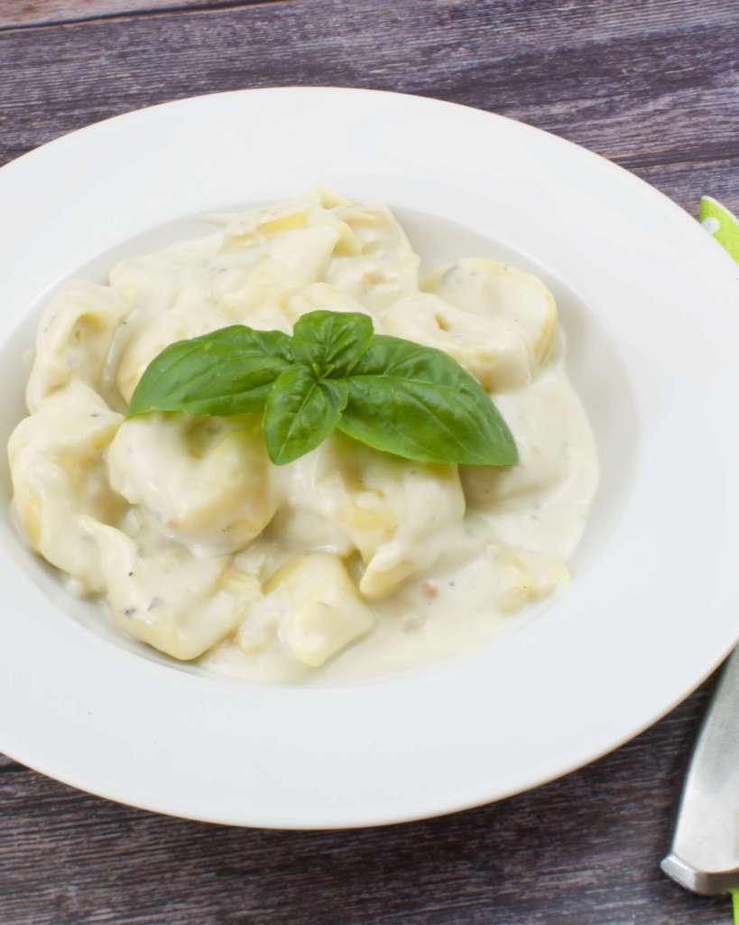 Serviervorschlag Tortellini in cremiger Gorgonzola Sauce