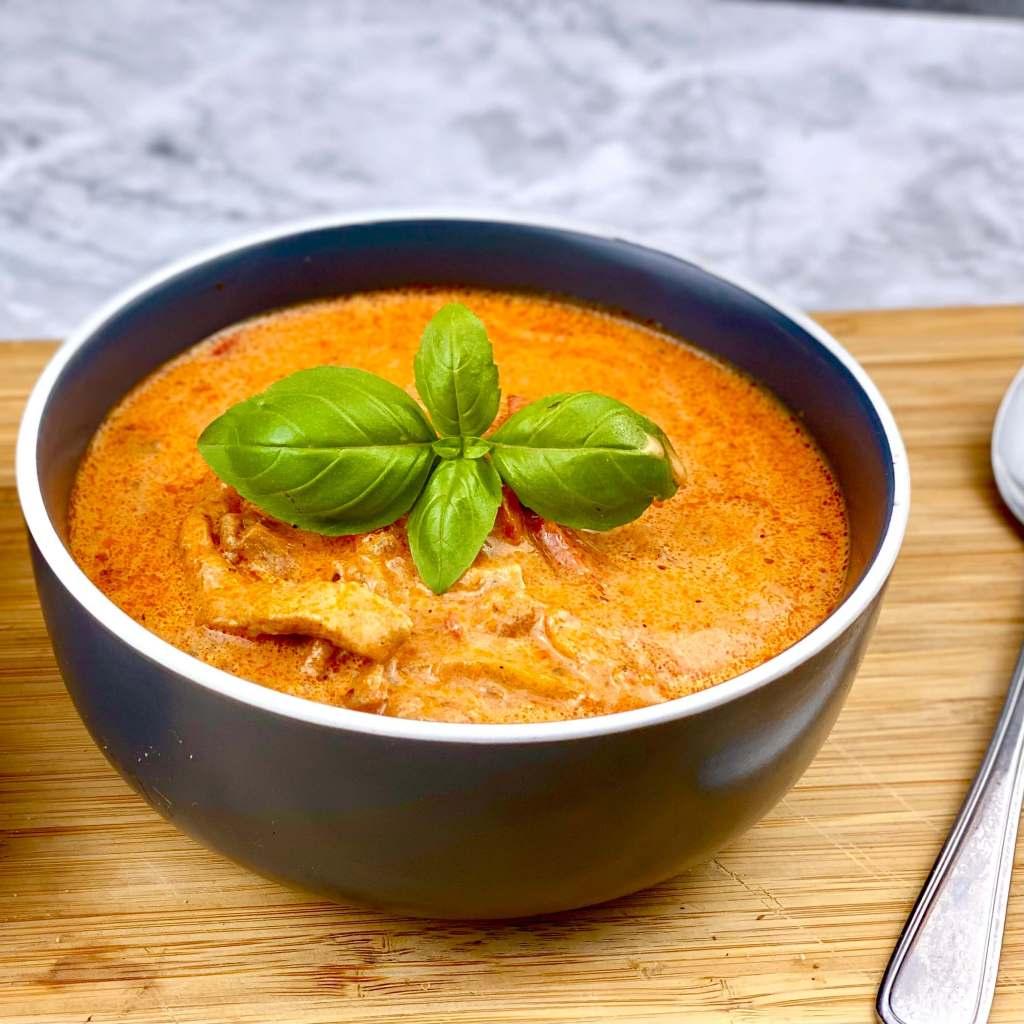 Partysuppe mit Gyrosfleisch und Paprika