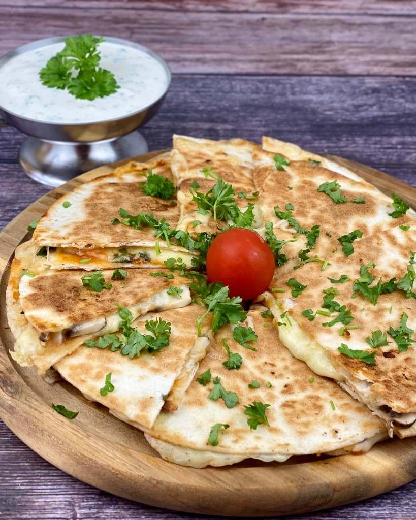 Serviervorschlag Käse Quesadillas mit Champignons