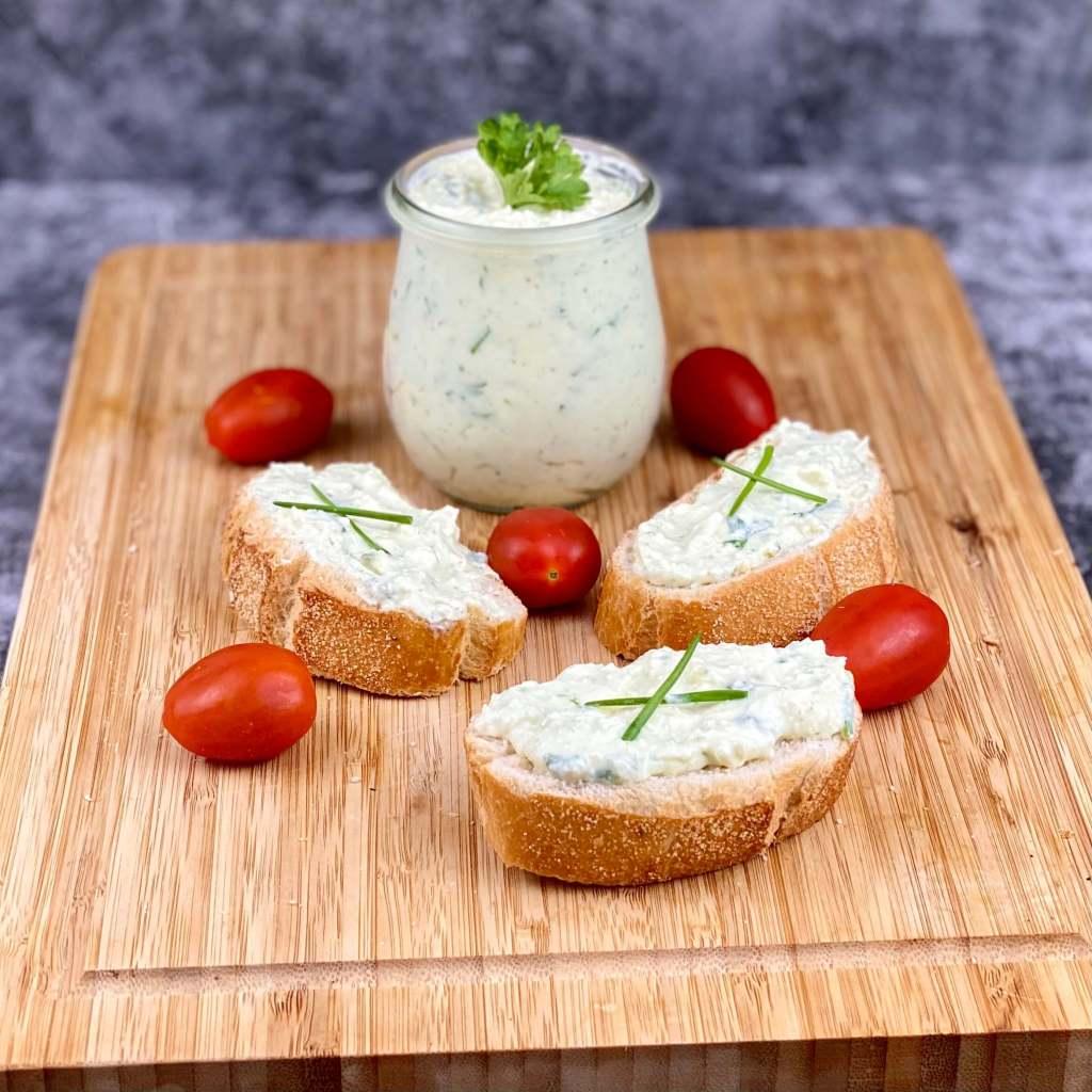 Feta Käse Dip mit Knoblauch und Kräuter