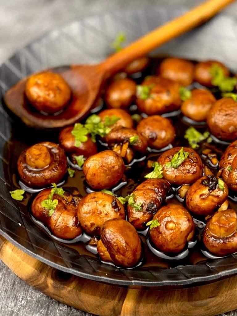 Champignons in einer Balsamico Honig Sauce