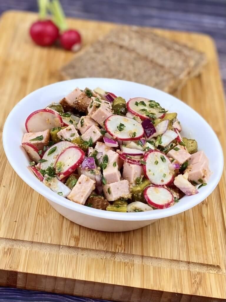 Serviervorschlag Leberkäse - Radieschen Salat