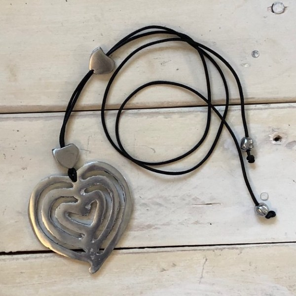 heart necklace crop