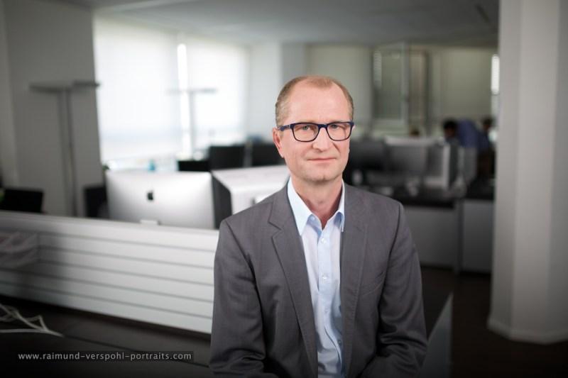 Jochen Niehaus ist Jahrgang 1971, approbierter Arzt, Journalist und Buchautor und heute als Chefredakteur von Focus Diabetes und Redaktionsleiter von Focus Gesundheit tätig.
