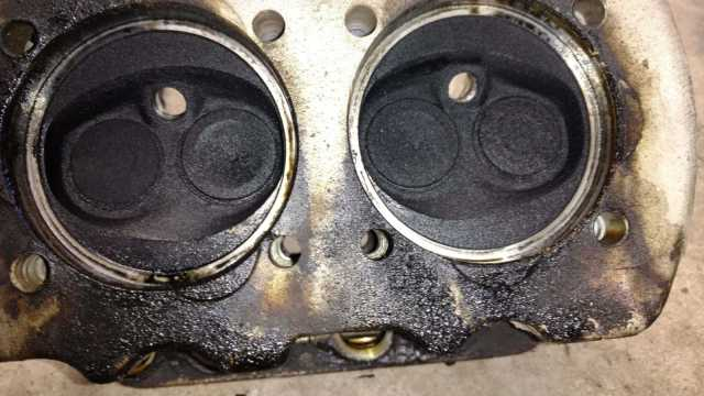 AH Engine - Cylinder carbon and evidence of leaking