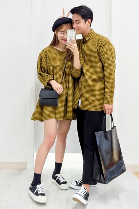 08cfdcd776 9 Korean-Inspired Couple Outfits That Aren't Cheesy His & Hers T ...