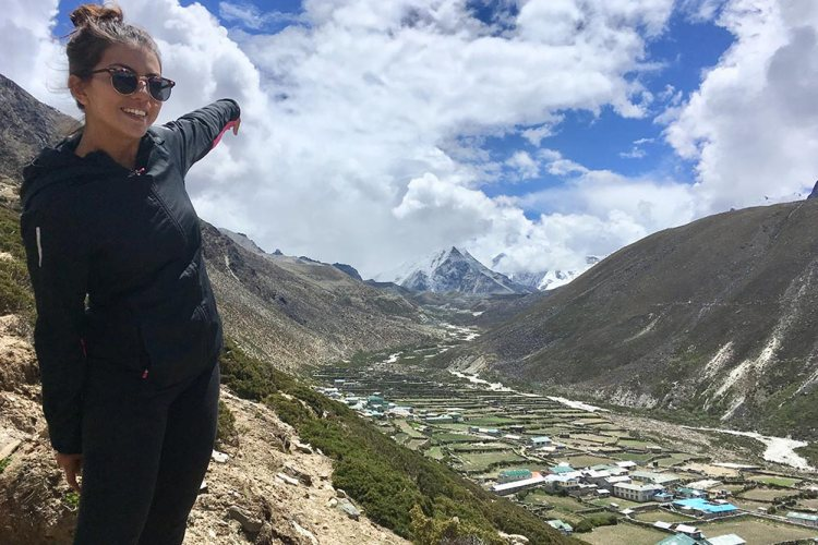 everest-in-the-distance