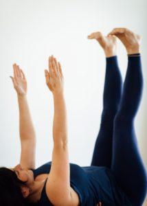 Manuela Yoga Übung umgedrehter Tisch