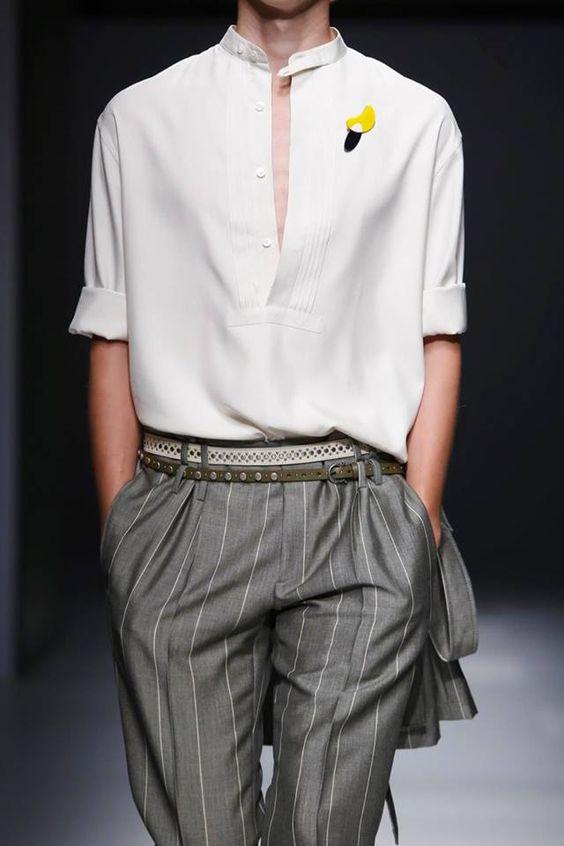 Style varié avec une chemise blanche