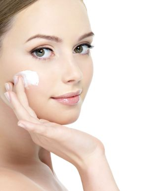 how to apply moisturizer