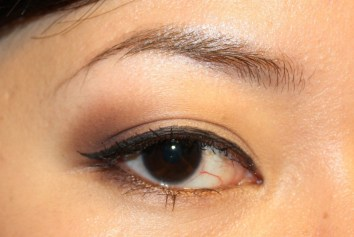 How to apply eyeliner 15