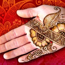 Simple mehndi design for hands 81
