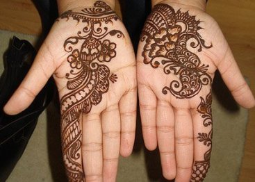 Simple mehndi design for hands 95