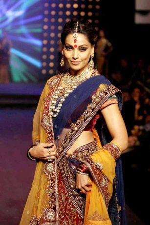 Designer sarees for Bengali bride 08