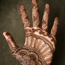 mehndi design for the summer bride 31
