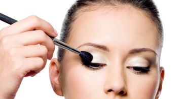 How to apply liquid eyeliner 09