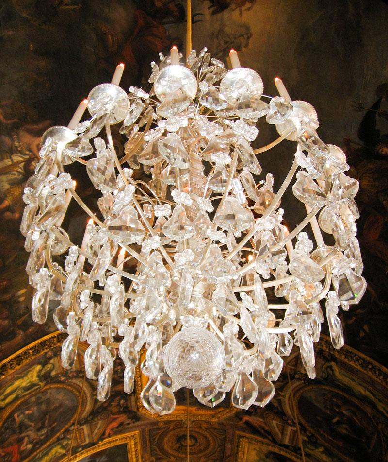 Zuri_Zuberi_versailles_chandelier