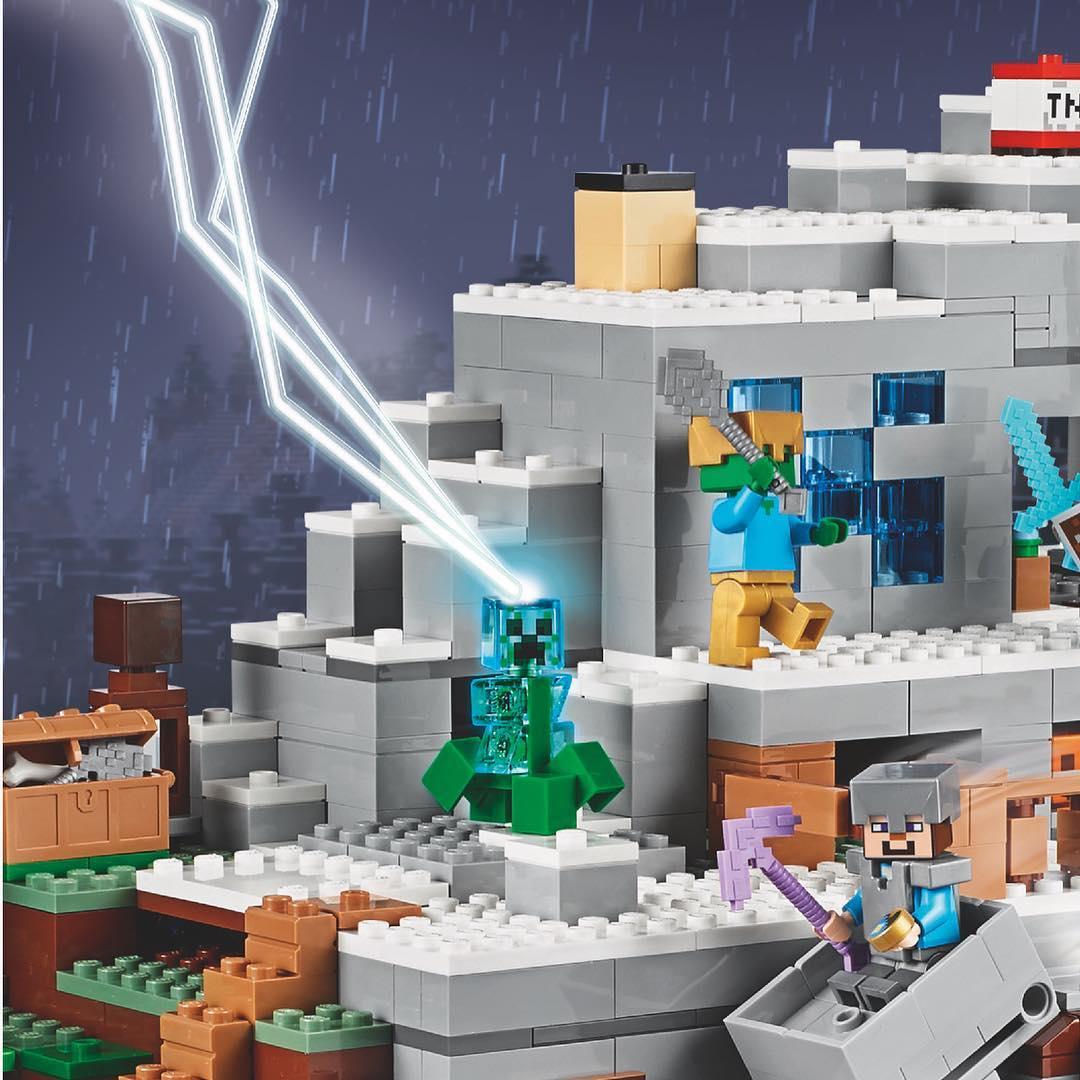 LEGO Minecraft Mountain Cave 21137 Teaser Bilder Zusammengebaut