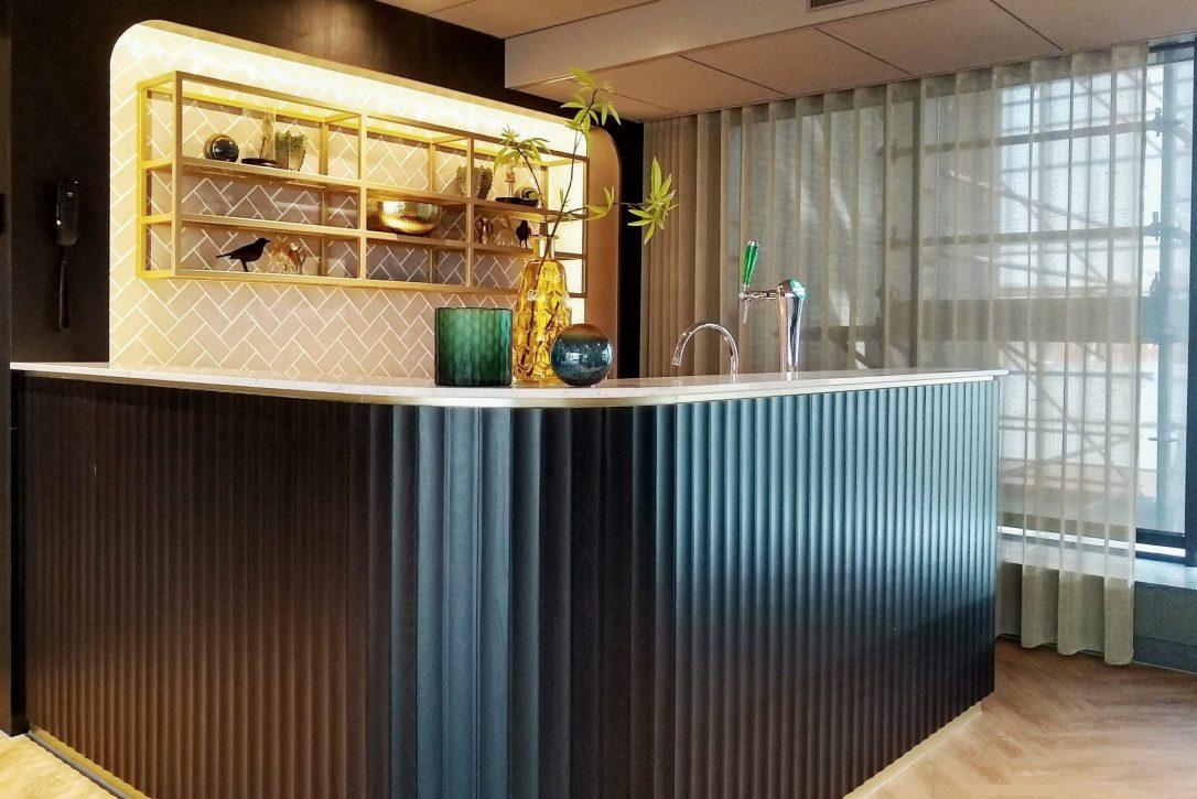 Design en maatwerk bar in feestzaal Van der Valk Hotel Haarem