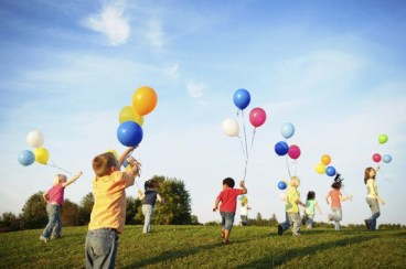 Children_Playing_with_Balloons_1_content