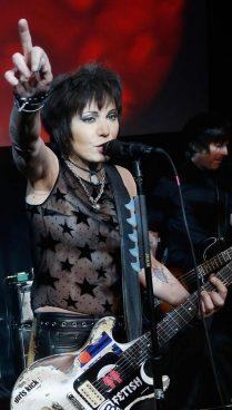 Azkena Rock, hamaika gitarra