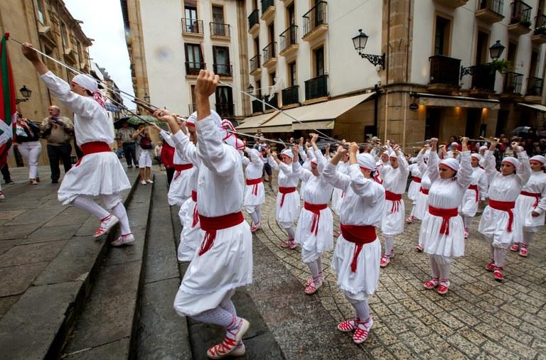 Gasteiz, Donostia eta Bilboko festetako dantza emanaldiak