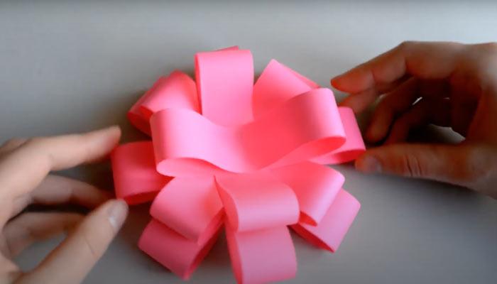 ในภาพที่ปรากฎ - วิธีการบรรจุของขวัญข้าว ดอกไม้แปดคน