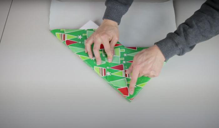 На фото изображено - Как упаковать подарок, рис. Упаковка без ножниц