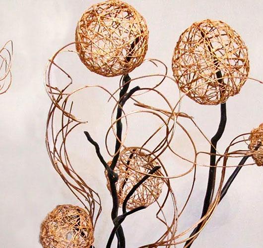 Les spectacles photo - un décor inhabituel: boules de fils, riz. Balles sur des branches