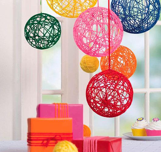 На фото изображено - Необычный декор: шары из нитей, рис. Декор на День рождения
