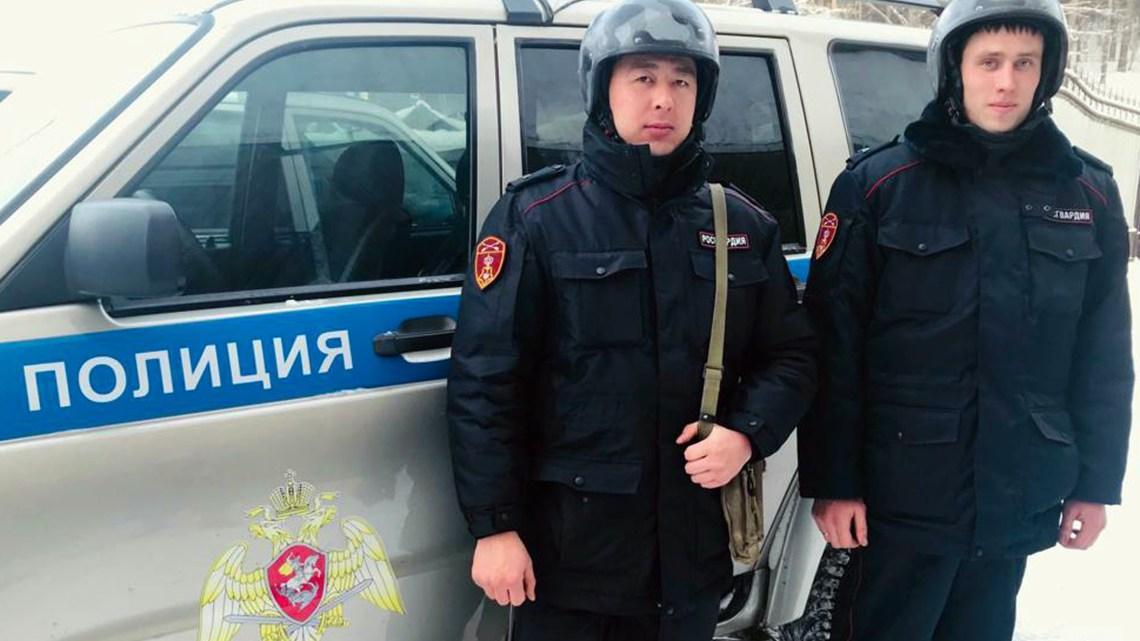 В Горно-Алтайске росгвардейцы задержали граждан по подозрению в незаконном хранении наркотических веществ